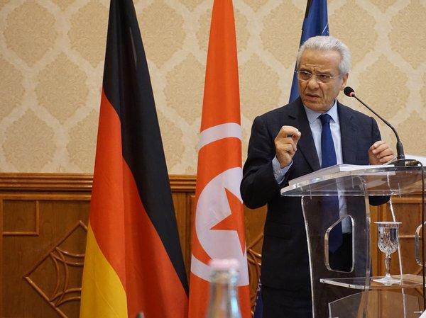 Minister spraw społecznych Mahmoud Ben Roudhane otwiera prace konferencji.