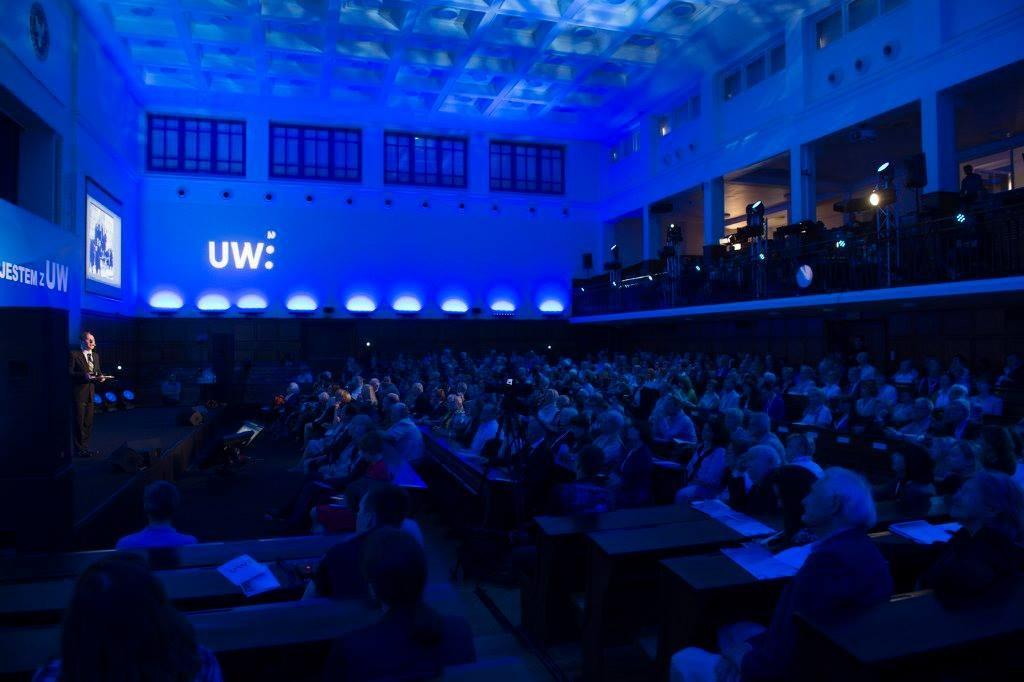 """Konferencja """"Jestem z UW"""" w Auli im. Mickiewicza."""